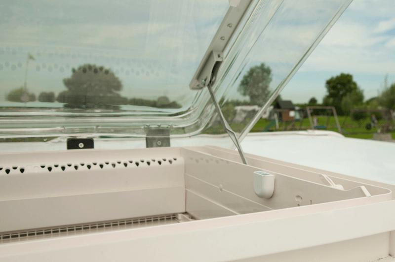 e-switch modulet advare din smart-trailer app hvis vinduer eller døre står åben under kørsel med campingvogn